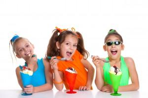 children eating icecream